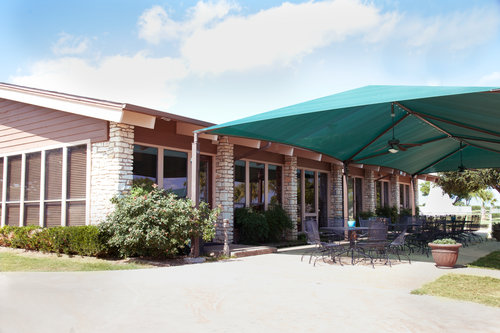 HF+OUTSIDE+RESTAURANT+WITH+AWNING
